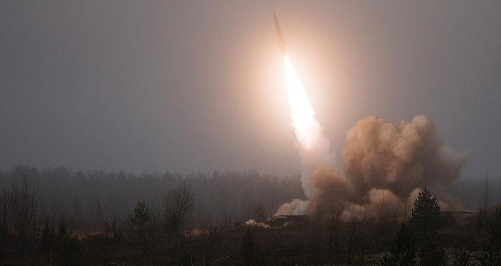 Lanzamiento de un misil Tochka