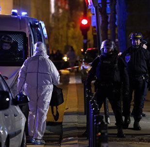 Policía en el lugar del atentado cerca de Estadio de Francia en París