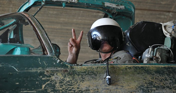 Piloto de la Fuerza Aérea siria en la base de Hama