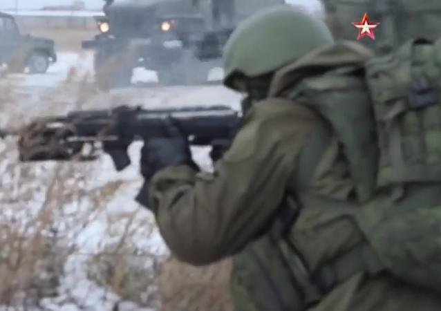 Fuerzas especiales rusas prueban el traje del 'soldado del futuro'
