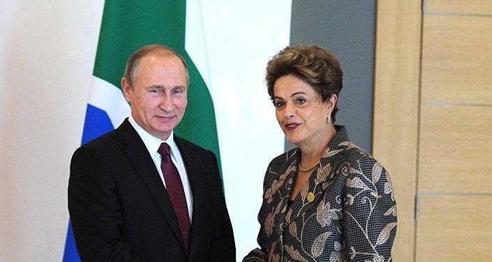 Presidente de Rusia, Vladímir Putin y suspendida presidenta de Brasil, Dilma Rousseff (archivo)