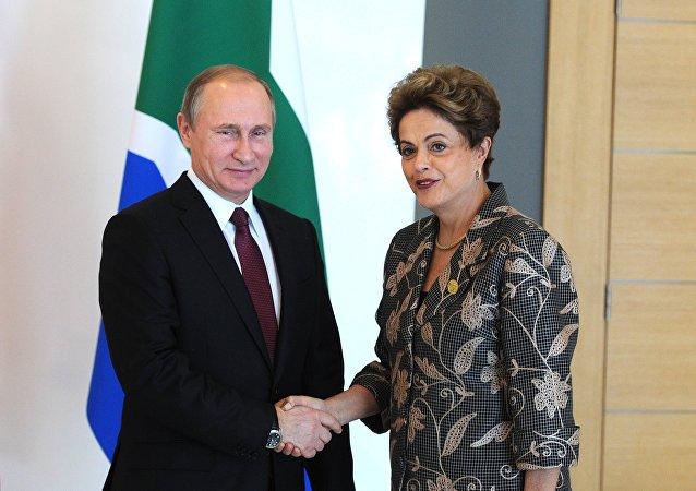 Presidente de Rusia, Vladímir Putin y Presidenta de Brasil, Dilma Rousseff durante la reunión informal de los líderes del BRICS en Antalia