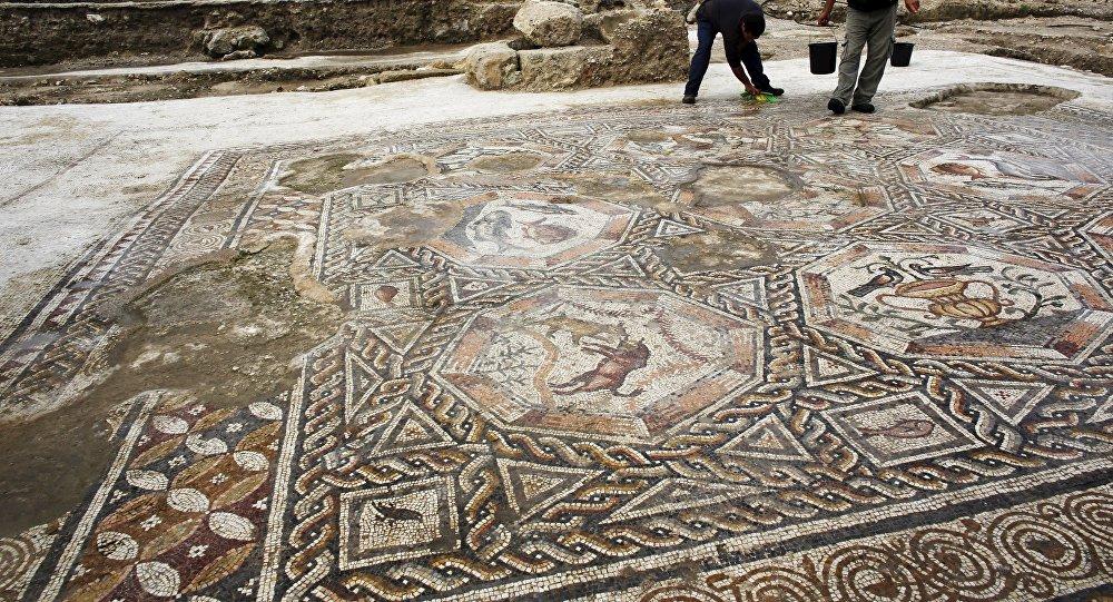 Mosaico de 1.700 años de antigüedad excavado en Israel