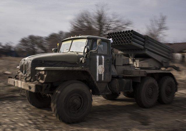 Sistema lanzacohetes Grad ucraniano (archivo)