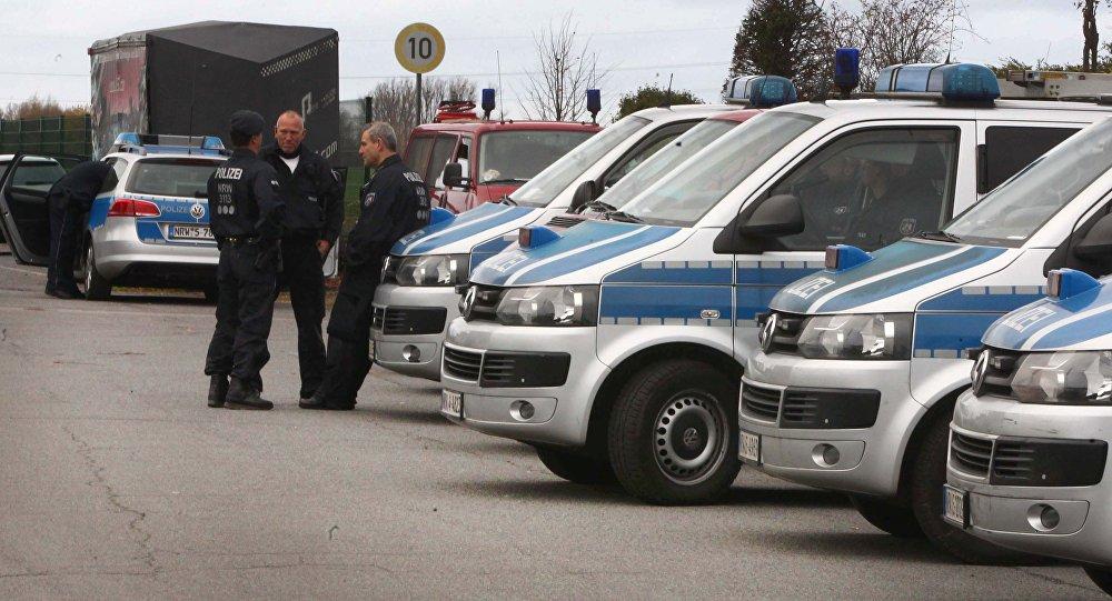 Policía alemana en Alsdorf tras las detenciones de tres sospechosos de organizar los ataques de París