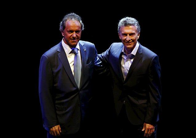 Daniel Scioli (izda.) y Mauricio Macri, candidatos a la presidencia de Argentina