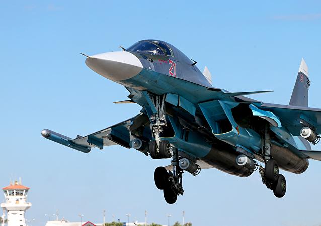 Su-34 en el aeródromo de Hmeymim en Siria