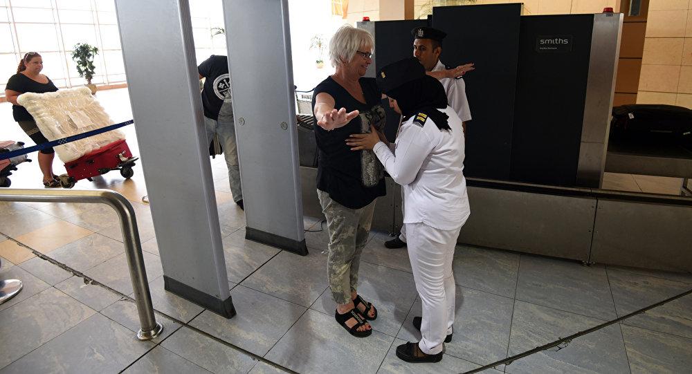 Control de segurida en el aeropuerto de Sharm El-Sheikh, Egipto