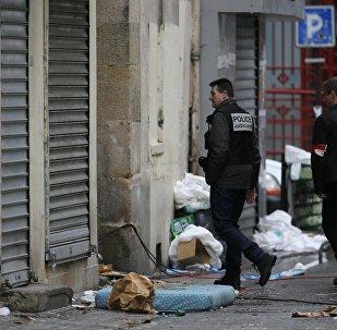 Descubren el cuerpo de una mujer en el piso asaltado en Saint-Denis