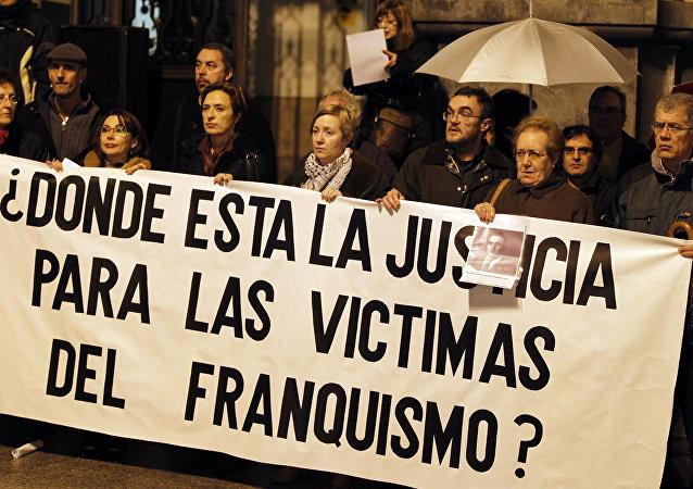 Manifestación en conmemoración de las víctimas del régimen de Francisco Franco