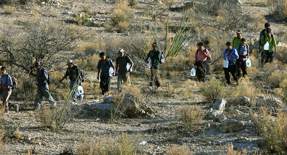 Migrantes mexicanos en la frontera entre México y EEUU