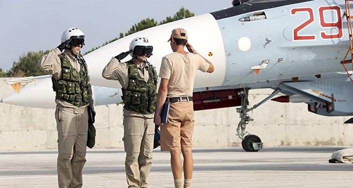 Pilotos rusos en la base aérea de Hmeymim