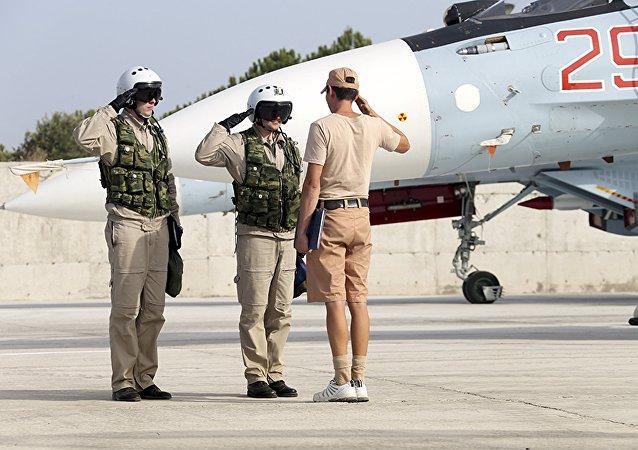 Pilotos rusos en la base siria de Hmeymim