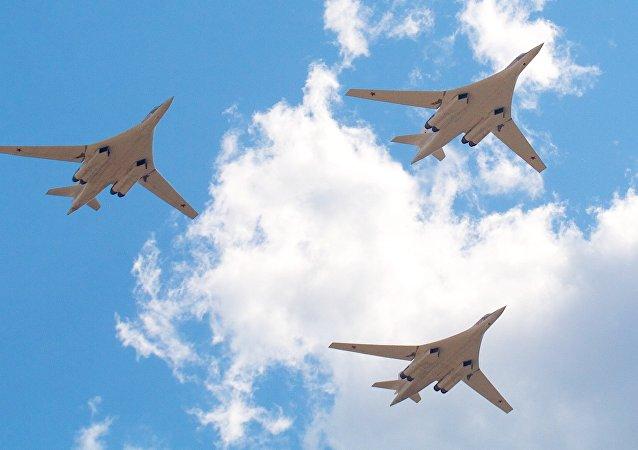 Bombarderos estratégicos rusos Tu-160