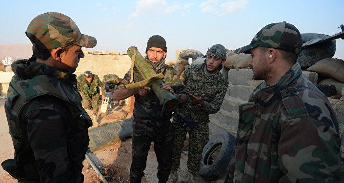Soldados del Ejército sirio durante una operación militar en suburbio de Damasco