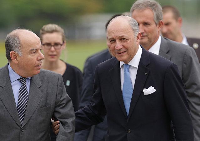 Ministro de Exteriores de Brasil, Mauro Vieira, y ministro de Exteriores de Francia, Laurent Fabius