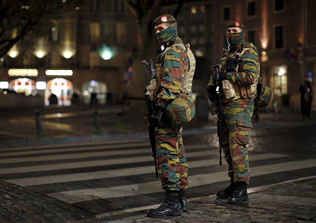 Patrulla militar en una de las calles de Bruselas  (archivo)