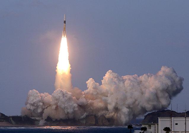 Lanzamiento del cohete japonés H2A con un satélite canadiense desde el centro espacial de Tanegashima