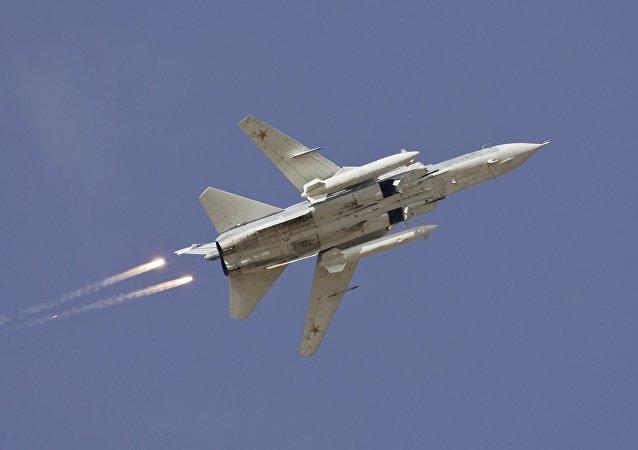 Bombardero ruso Sukhoi Su-24 (Archivo)