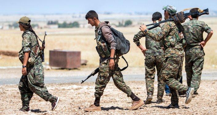 Militantes de YPG