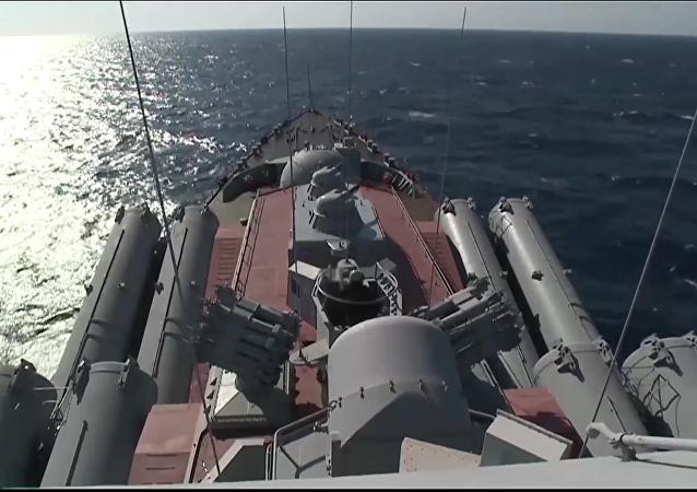 Crucero portamisiles Moskvá en el litoral de Latakia