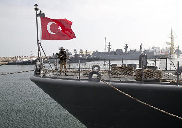 Buque turco durante los ejercicios conjuntos de Turquía y la OTAN