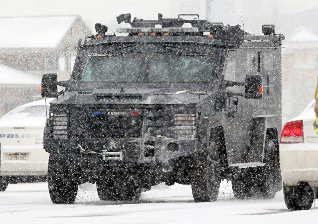 Un vehículo blindado de la policía en Colorado Springs