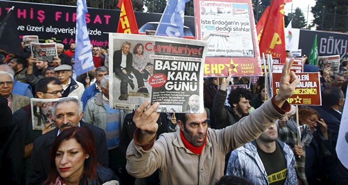 Protesta contra la detención de periodistas en Turquía