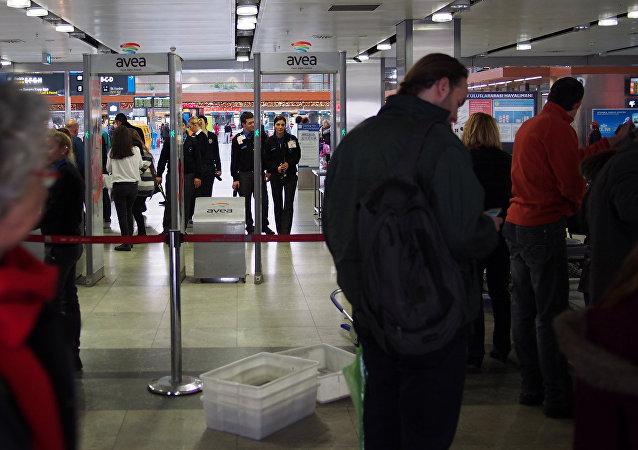 La gente en el Aeropuerto Internacional de Estambul