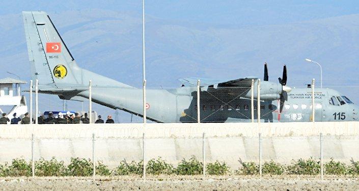 Turquía envía el ataúd del piloto del Su-24 a Rusia