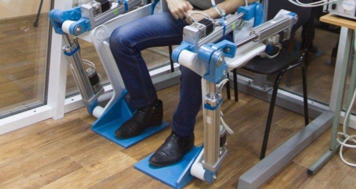 Exoesqueleto inventado por los científicos de la Universidad Sudoeste