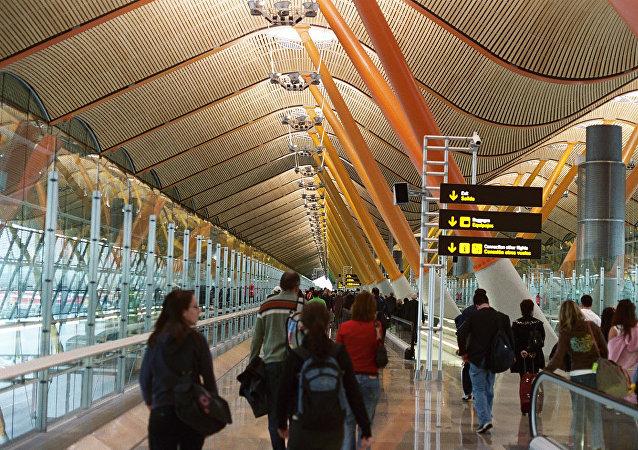 Los pasajeros en el Aeropuerto Barajas de Madrid
