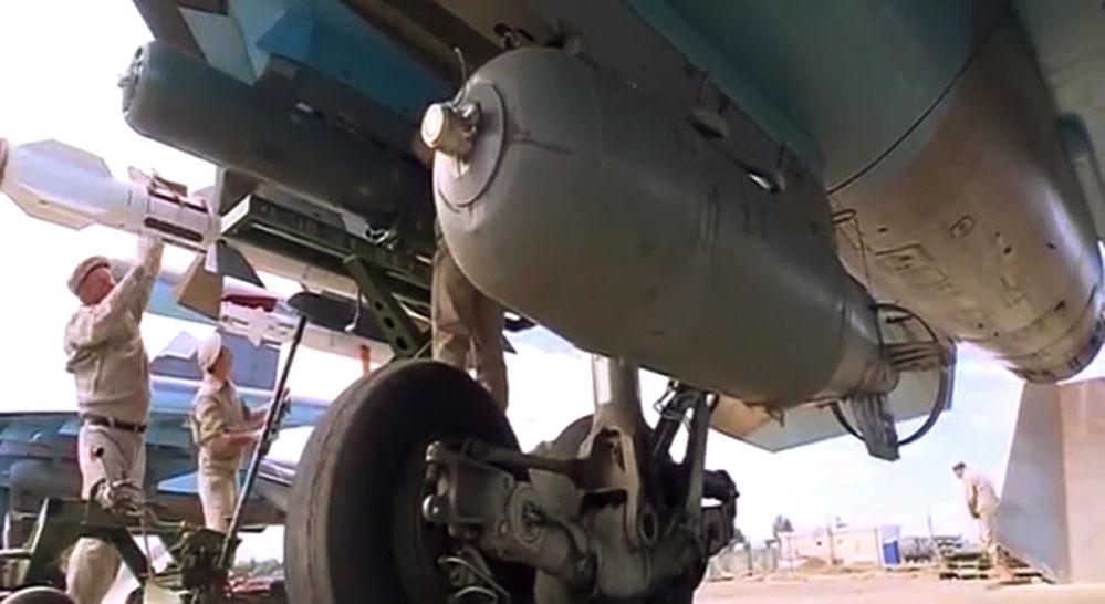 Los cazabombarderos Su-34 llevan misiles aire-aire en sus misiones aéreas
