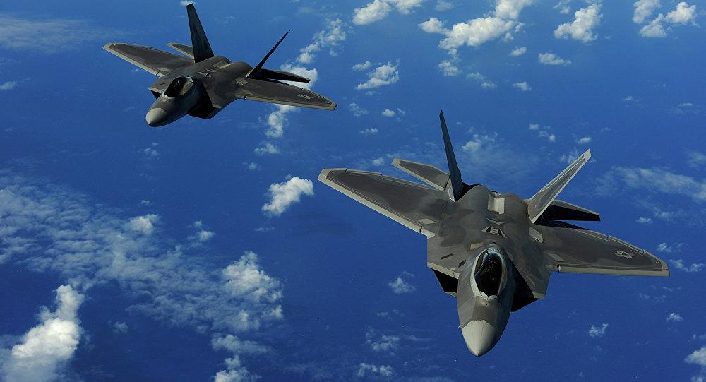 Cazas estadounidenses F-22 Raptor