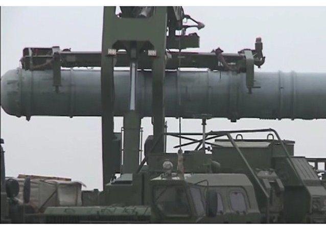 Sistemas S-400 abaten misiles Kabán