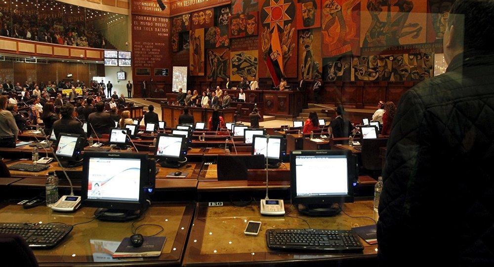 Parlamentarios ecuatorianos en una sesión del Asamblea Nacional en Quito (archivo)