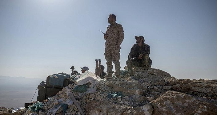 Combatientes de la milicia popular siria cerca de Palmira