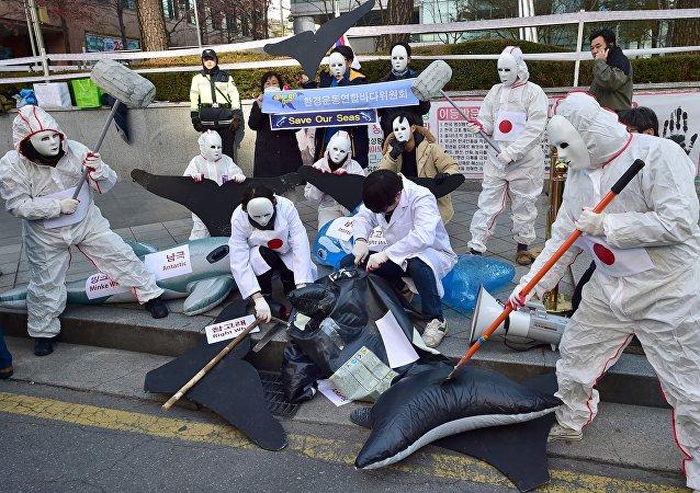 Manifestación en contra de la pesca ballenera de Japón