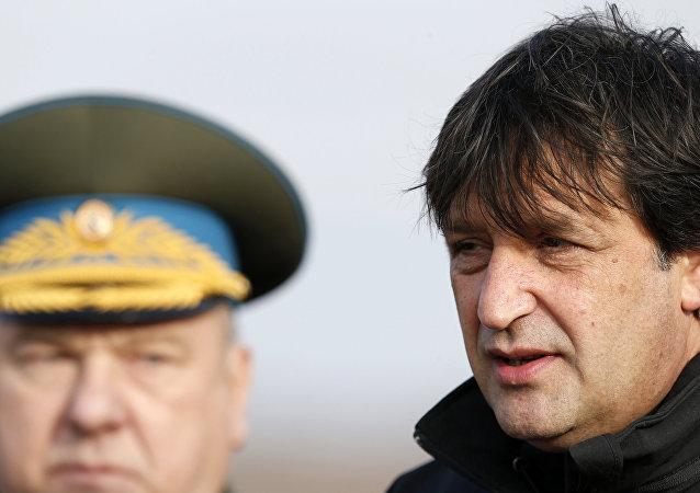 Ministro de Defensa de Serbia, Bratislav Gasic