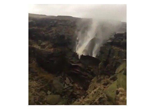 Una cascada al revés