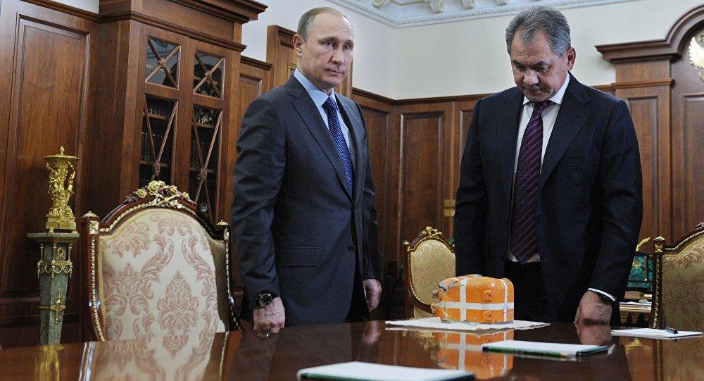 Presidente de Rusia Vladímir Putin y ministro de Defensa Serguéi Shoigú recibieron la caja negra del Su-24