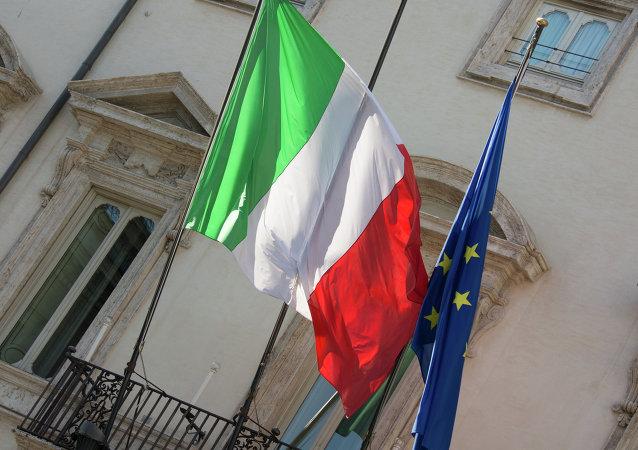 Las banderas de Italia y la UE