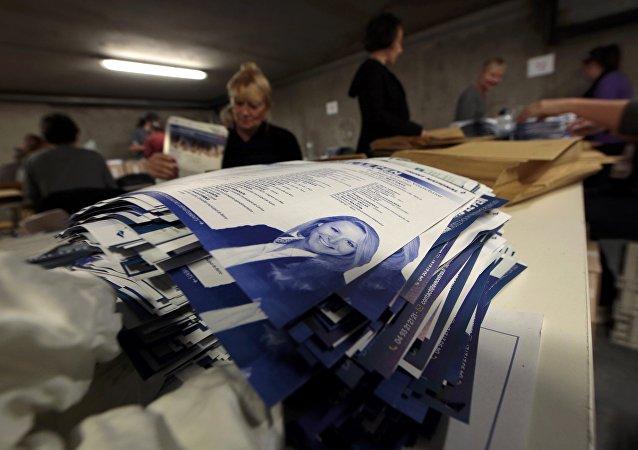 Senador del FN espera el triunfo de su partido en hasta cinco regiones francesas