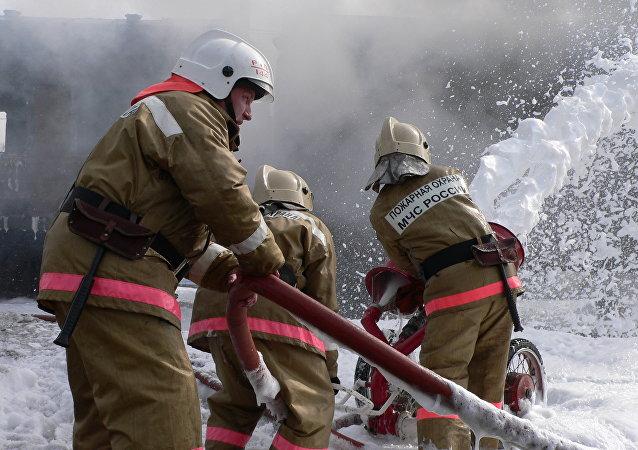 Extinción de incendio (Archivo)