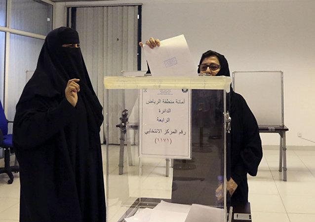 Un colegio electoral en Arabia Saudí