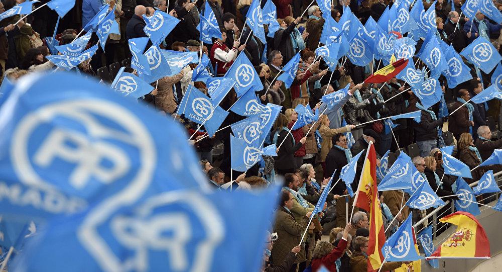 Banderas de España y del Partido Popular