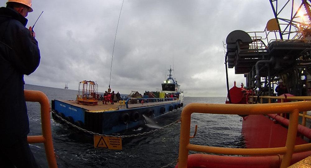 Proceso del traslado de instalaciones perforadoras de la petrolera rusa Chernomorneftegaz