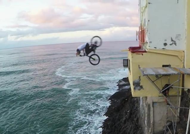 Un ciclista conquista las azoteas de Gran Canaria