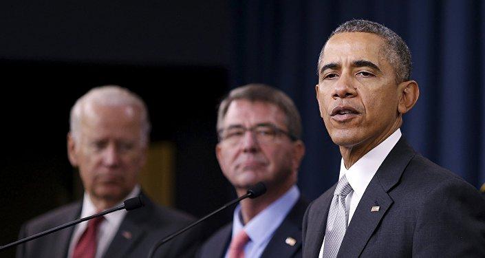 De izquierda a derecha: vicepresidente de EEUU Joe Biden, el secretario de defensa de EEUU Ashton Carter y el presidente de EEUU Barack Obama. Washington, 14 de diciembre de 2015