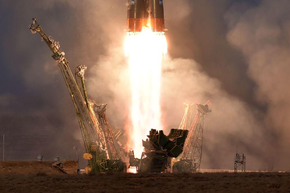 El lanzamiento de la nave espacial Soyuz TMA-19M desde el cosmódromo Baikonur